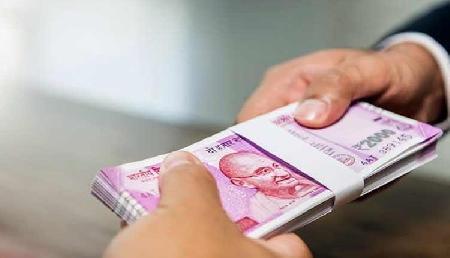 बीजेपी सरकार की बड़ी सौगात, पहली बार राज्य सरकार देगी केंद्र के बराबर सैलरी