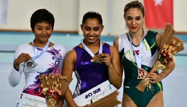 जिम्नास्टिक्स वर्ल्ड कप में दीपा करमाकर ने जीता गोल्ड, सोशल मीडिया पर लगी बधाईयों की झड़ी