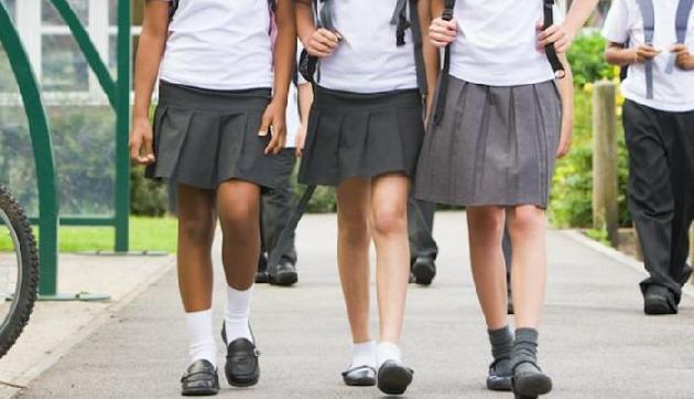 अब इस देश में स्कर्ट नहीं पहन पाएंगी छात्राएं, लगेगा बैन