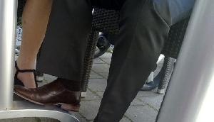 युवक ने जूते में लगवाया कैमरा, पांव में ही फट गया, था ऐसा खतरनाक इरादा