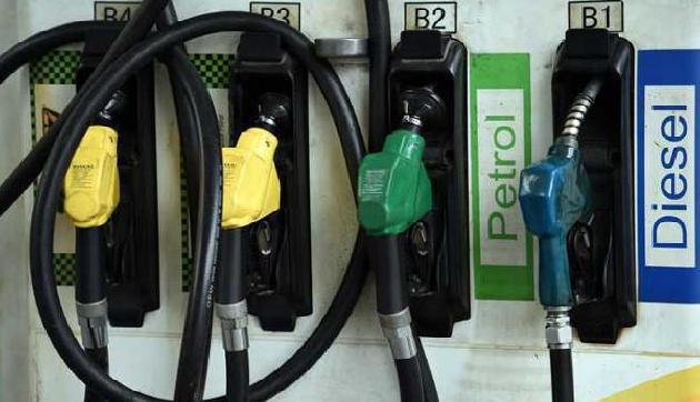 एक साल के सबसे ऊंचे स्तर पर पहुंचा डीजल, पेट्रोल भी महंगा