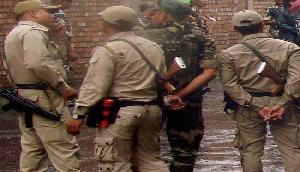 मणिपुर: पुलिस पर भीड़ का हमला, 10 जख्मी