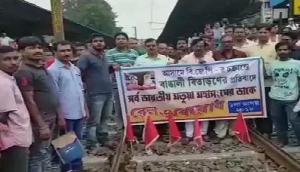 NRC के विरोध में पश्चिम बंगाल में रेल रोको आंदोलन, लोगों को हाे रही परेशानी