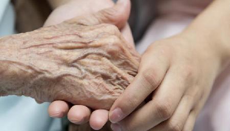 असहाय विधवा मां की दुख भरी दास्तां, बेटे की जिंदगी के लिए मांग रही सहायता