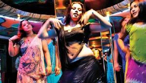 दाह-संस्कार के वक्त यहां करवाया जाता है अश्लील डांस, ऐसा है रिवाज