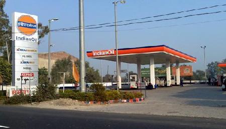 बिना पैसे और जमीन के आप भी खोल सकते हैं पेट्रोल पंप, मोदी सरकार दे रही बड़ा मौका