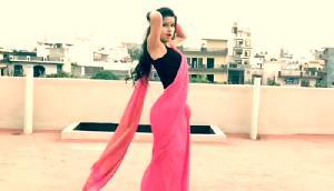 Viral  हुआ साड़ी में 'दिलबर' गाने पर इस लड़की का धमाकेदार डांस, नोरा को दे रही कड़ी टक्कर