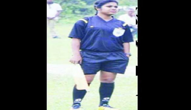 National level  पर रेफरी बनने के लिए कड़ी मेहनत कर रही है मौप्रिया, है फुटबॉल की दीवानी