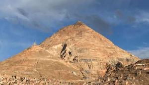 ये है मौत का पहाड़, अपने लालच के कारण अबतक समा चुके हैं लाखों लोग
