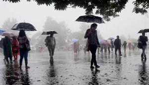 अगले 24 घंटे में बारिश होने के आसार, कई राज्यों में छाया रहेगा कोहरा