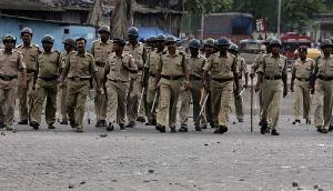 भीड़ की हिंसा को रोकने के लिए पुलिस वालों ने की एेसी पहल