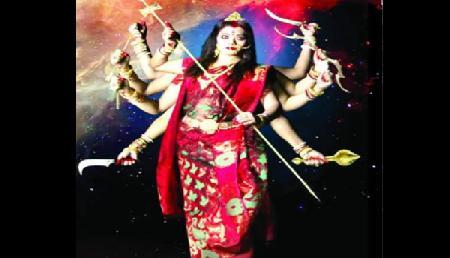 नवनीत बोथरा का अनोखा प्रदर्शन,  दुर्गा मां की वेशभूषा धारण कर रैंप पर उतरी