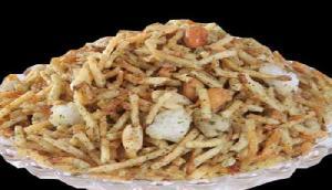 नवरात्रि में उपवास में खाने के लिए बनाए टेस्टी फलाहारी नमकीन