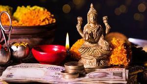 Diwali 2018: दिवाली और धनतेरस को करें यह उपाय, मिलेगी कर्ज से मुक्ति