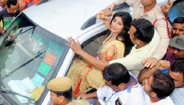 जब भाजपा की महिला विधायक ने चलाया रिक्शा, चालकों को भी दी कड़ी टक्कर