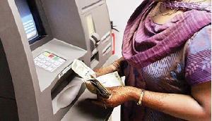 ATM नियमों में बदलाव से लगेगा आपकी जेब को झटका, ये है नियम