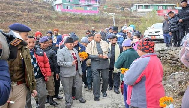 डोकलाम के पास चीन सीमा पर स्थित कुपुप गांव पहुंचे सिक्किम के राज्यपाल