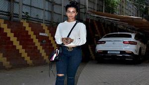 बांद्रा में स्पॉट हुई राजकुमार राव की Girl Friend, दिखा स्टाइलिश Look