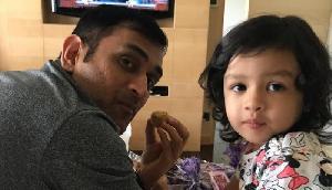 Dhoni को बेटी जीवा ने सिखाया डांस, वायरल हुआ वीडियो