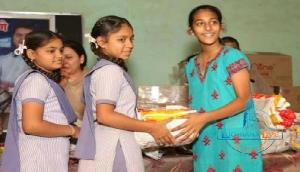 13 साल की उम्र में इस लड़की ने 250 लड़कियों को लिया गोद