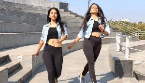 लड़कियों ने 'आंख मारे' गाने पर किया धमाकेदार डांस, मचा दिया तहलका