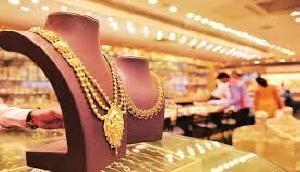 मलमास के दौरान भी इतना महंगा हो चुका है सोना, लेकिन चांदी की कीमतों ने दी बड़ी राहत