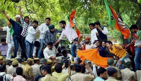 सुप्रीम कोर्ट के फैसले के बाद अपने ही बुने जाल में फंसी कांग्रेस, भाजपा ने बनाया चक्रव्यूह