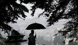 अगले 24 घंटे के दौरान कड़कती बिजली के साथ बारिश का अनुमान