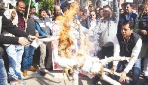 राहुल के खिलाफ आपत्तिजनक टिप्पणी, कांग्रेस ने फूंका मुख्यमंत्री का पुतला