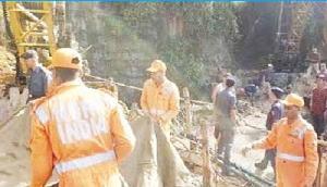 मेघालयः खदान में नहीं घुस सके मजदूरों को बचाने आए नेवी के डाइवर्स