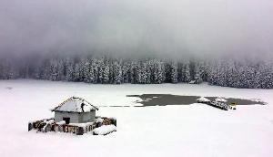 अपने ही देश में लेना चाहते हैं बर्फबारी का मजा,  तो बस चले अाइए यहां