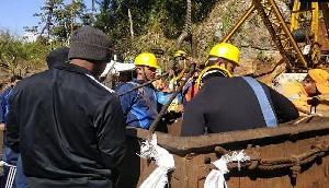 अवैध कोयला खदान में फंसे 15 खनिकों को बचाने में नौसेना और एनडीआरएफ का संघर्ष जारी