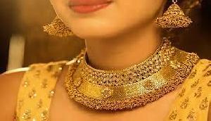 खुशखबरीः आज इतना सस्ता हो चुका है सोना, चांदी की कीमत भी हुई कम