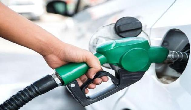 लगातार दूसरे दिन पेट्रोल की कीमतों ने दिया झटका, फिर हुआ इतना महंगा