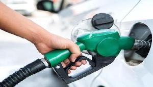 कच्चे तेल में तेजी के बीच डीजल सस्ता, पेट्रोल पर नहीं मिली राहत