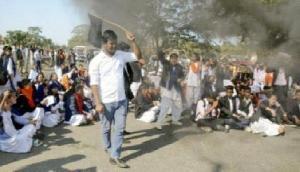 असम में प्रदर्शनकारियों ने मुख्यमंत्री को दिखाए काले झंडे