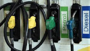 लगातार चौथे दिन भी मिली खुशखबरी, इतना सस्ता हो चुका है पेट्रोल