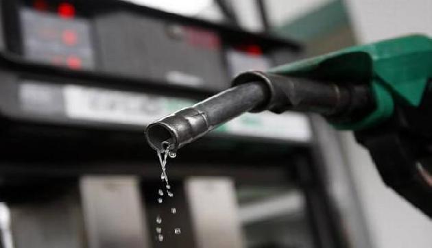फिर मिली खुशखबरी, आज इतना सस्ता हो चुका है पेट्रोल