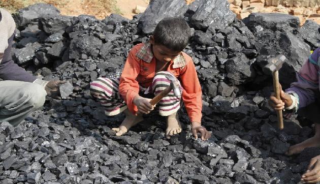 'मेघालय की अवैध कोयला खदानों में बच्चों से करा रहे हैं काम'