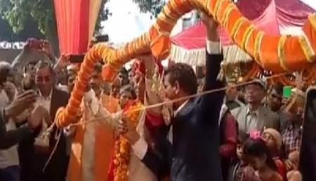 अनोखी शादी, भगवान राम की तरह दूल्हे ने तोड़ा धनुष