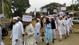पुलवामा आतंकी हमले के विरोध में सैकड़ों मदरसा छात्रों निकाली रैली