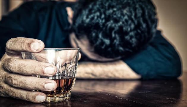 देश में हर तीसरे शख्स को शराब की लत, इन राज्यों में हैं सबसे ज्यादा शराबी