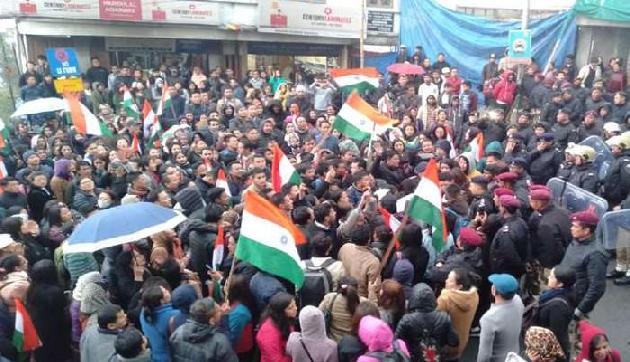 सरकार के कदम से खुश नहीं अंदोलनकारी, जारी रहेगा प्रदर्शन