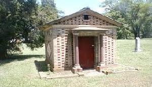 कब्रिस्तान में मंदिर बनाने को लेकर विवाद के बाद मामला दर्ज
