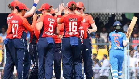 महिला क्रिकेट: भारत 1 रन से हारा, इंग्लैंड ने की 3-0 से क्लीन स्वीप