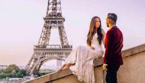 कपल ने वेडिंग ड्रेस में 33 देशों की यात्रा कर मनाया हनीमून