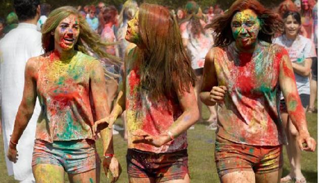 अगर रंगों से खेली होली तो करनी पड़ेगी शादी, सच्चाई उड़ा देगी होश