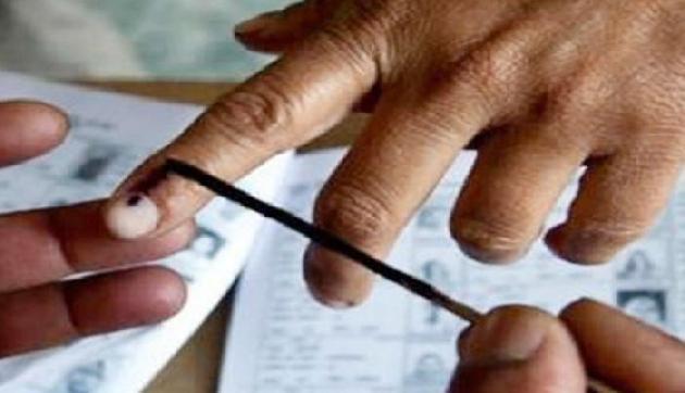 लाइन में लगकर कैंसर के मरीज ने डाला वोट