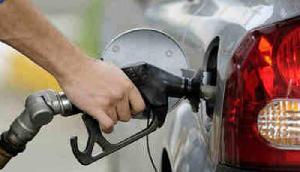 चुनाव खत्म होते ही पेट्रोल की कीमतों ने दिया बड़ा झटका, हो चुका है इतना महंगा
