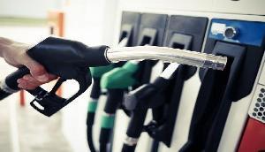 जून के पहले ही दिन मिला तोहफा, सस्ते हुए पेट्रोल और डीजल